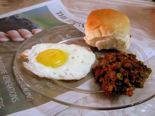 kheema pav with egg for breakfast